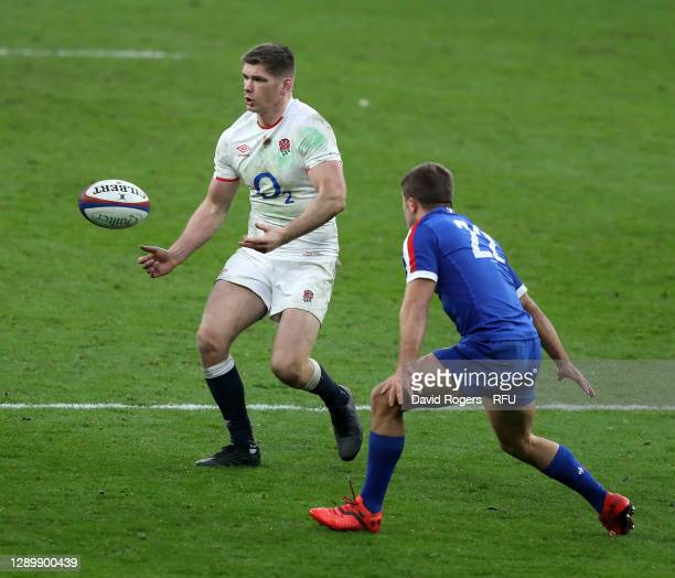 Owen Farrell of England passes the ball during the Autumn Nations Cup Final and Quilter International match between England and France at Twickenham...
