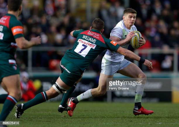 Owen Farrell of Saracens and Mike Williams of Leicester Tigers during the Aviva Premiership match between Leicester Tigers and Saracens at Welford...