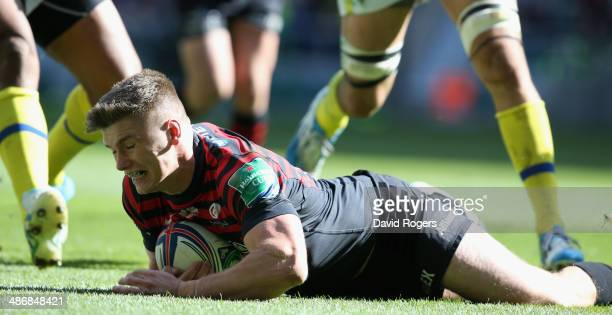 Owen Farrell of Saracens breaks clear to score their third try during the Heineken Cup semi final match between Saracens and Clermont Auvergne at...