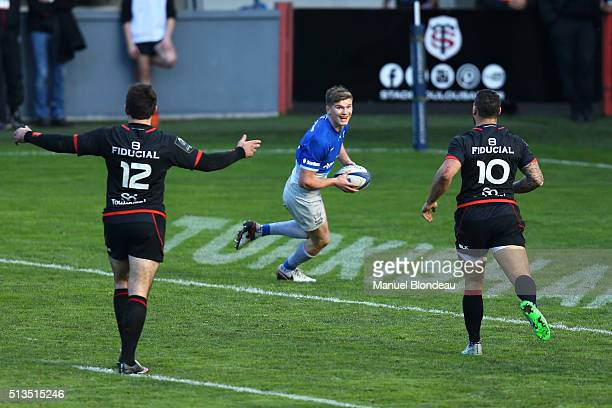 Owen Farrell of Saracens fall the ball after the try line during the European Champions Cup match between Stade Toulousain and Saracens at Stade...