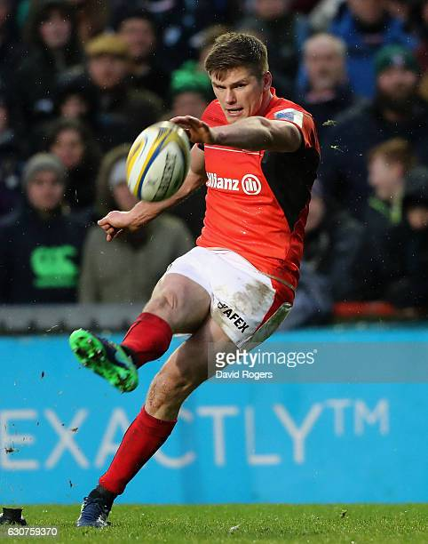 Owen Farrell of Saracens kicks a penalty during the Aviva Premiership match between Leicester Tigers and Saracens at Welford Road on January 1, 2017...