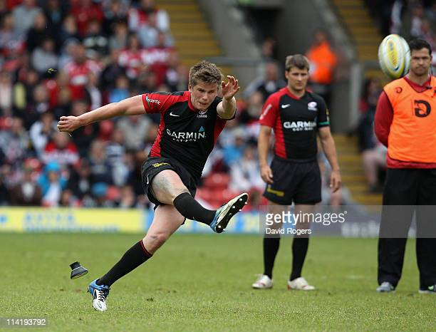 Owen Farrell of Saracens kicks a penalty watched by his father Andy the Saracens assistant coach during the Aviva Premiership semi final match...