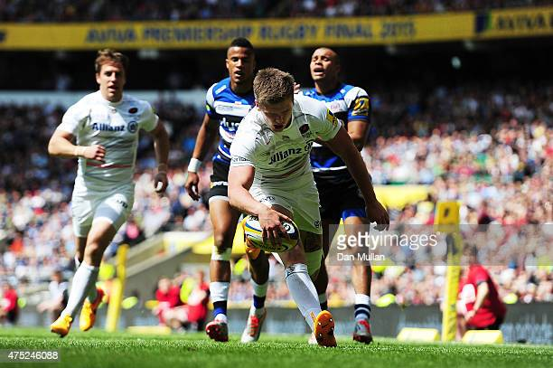 Owen Farrell of Saracens scores the opening try during the Aviva Premiership Final between Bath Rugby and Saracens at Twickenham Stadium on May 30...