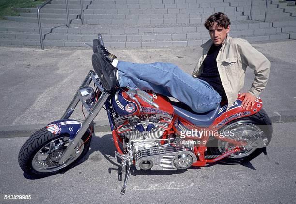 Owen Hargreaves * Sportler Fußball England auf Motorrad Einzelaufnahme