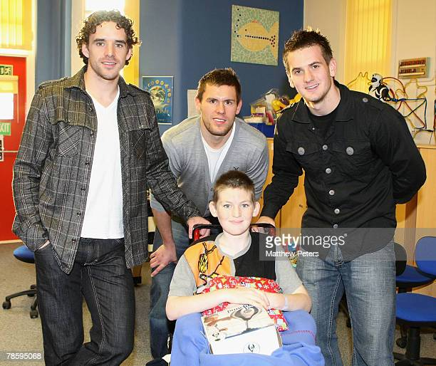 Owen Hargreaves Ben Foster and Tom Heaton of Manchester United visits Liam Thompson during the club's annual Christmas hospital visits at Booth Hall...