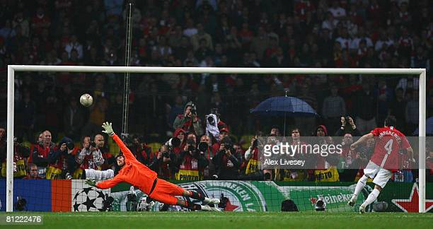 Owen Hargreaves of Manchester United beats Petr Cech of Chelsea as he scores a penalty in the shoot out during the UEFA Champions League Final match...