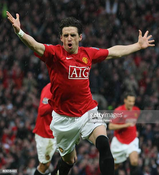 Owen hargreaves pictures and photos getty images owen hargreaves of manchester united celebrates scoring their second goal during the barclays fa premier league altavistaventures Gallery