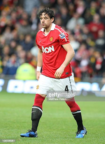 Owen Hargreaves of Manchester United leaves the pitch with an injury just 5 minutes into his comeback from injury during the Barclays Premier League...