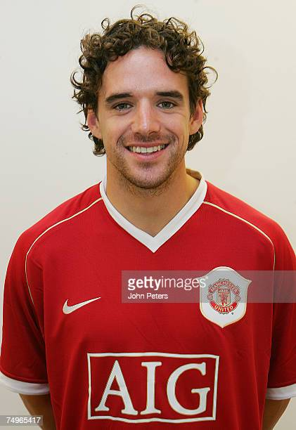 Owen Hargreaves poses after signing a contract with Manchester United effective from July 1 2007 at Carrington Training Ground on June 27 2007 in...