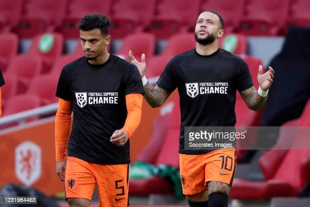 Owen Wijndal of Holland, Memphis Depay of Holland wearing a special shirt to make a statement for human rights in Qatar during the World Cup...