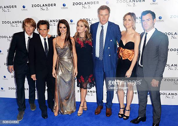 Owen Wilson Ben Stiller Penelope Cruz Christine Taylor Will Ferrell Kristen Wiig and Justin Theroux pose for a photo during a Fashionable Screening...