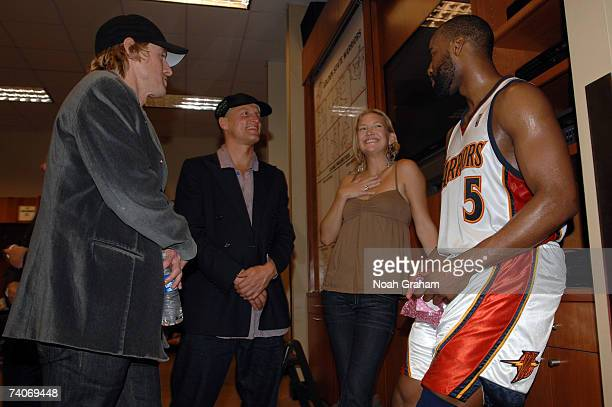 Owen Wilson Woody Harrelson Kate Husdon and Baron Davis of the Golden State Warriors talk in the locker room after their win against the Dallas...