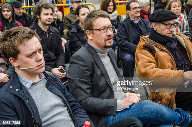 Owens Jones Xavier Domènech and Vicenç Navarro during the rally of Catalunya in ComuPodem in Barcelona Equidistant from the proindependence bloc and...