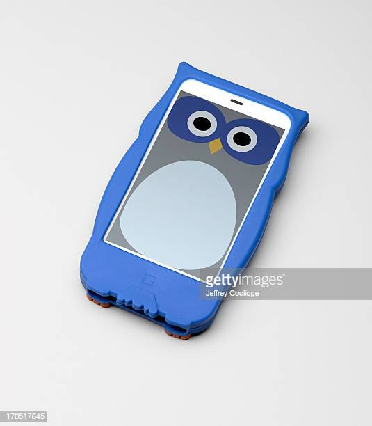 owl smart phone - phone cover stock pictures, royalty-free photos & images