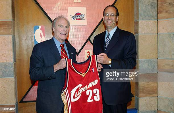 Owner Gordon Gund of the Cleveland Cavaliers and Deputy Commissioner Russ Granik of the NBA display a LeBron James Cleveland Cavaliers jersey during...
