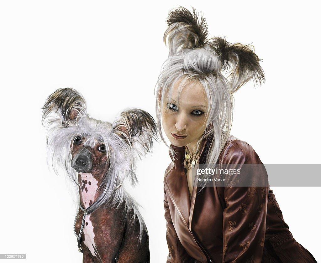 Owner looking like pet : Bildbanksbilder