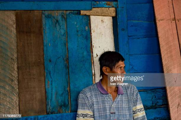 owner of a local warung on the banks of the kapuas river - west kalimantan stock pictures, royalty-free photos & images
