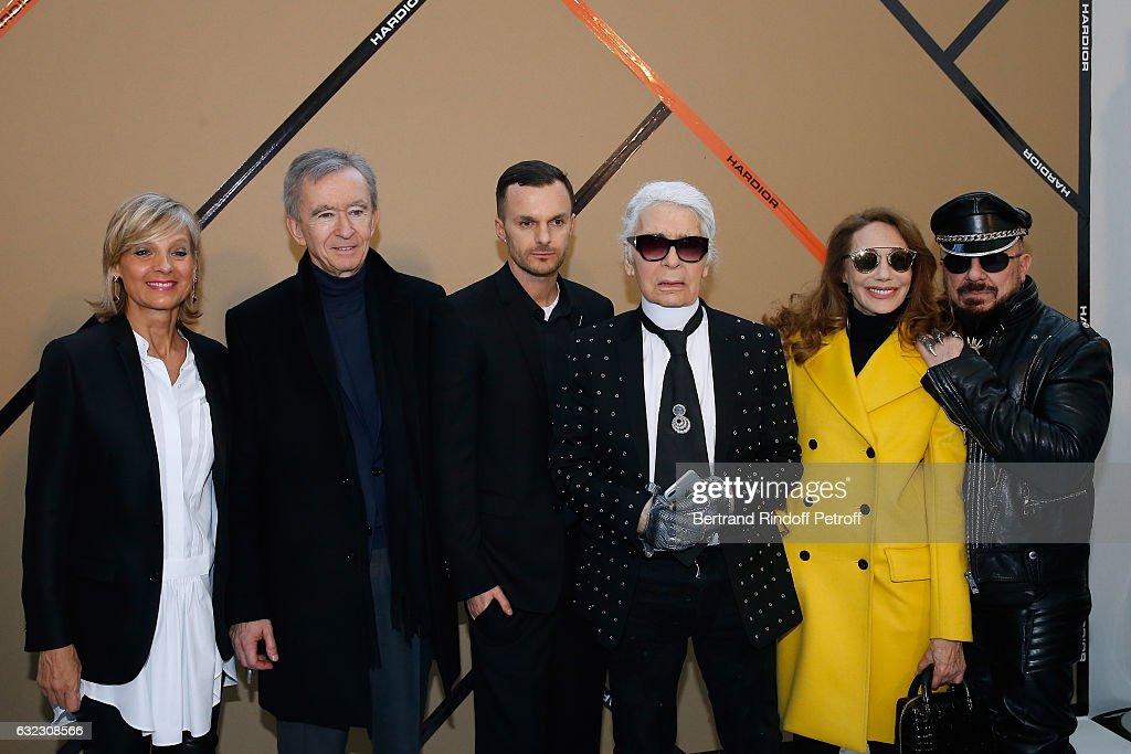 Dior Homme : Backstage - Paris Fashion Week - Menswear F/W 2017-2018 : News Photo
