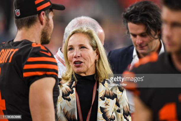 Owner of the Cleveland Browns Dee Haslam talks to Britton Colquitt of the Cleveland Browns prior to the game against the New York Jets at FirstEnergy...
