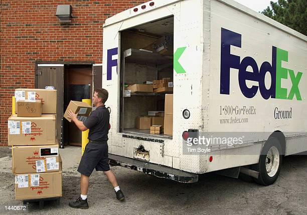 Owneroperator Steve Hengels delivers FedEx Ground items October 1 2002 in Park Ridge Illinois According to a September 30 2002 FedEx Corporation...