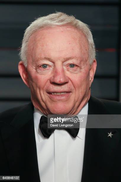 Owner/President/General Manager of the Dallas Cowboys Jerry Jones attends the 2017 Vanity Fair Oscar Party hosted by Graydon Carter at the Wallis...