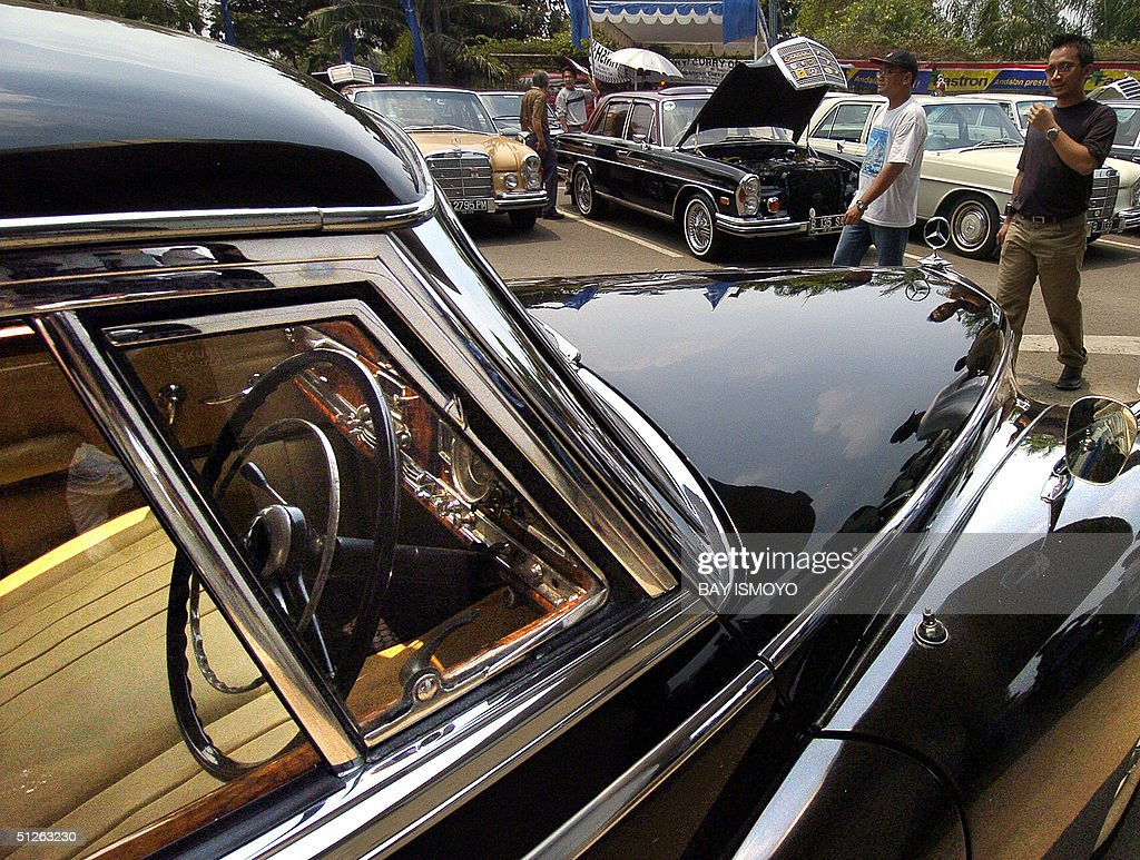 German Made Cars >> Owners Of Classic German Made Mercedes Benz Cars Walk Around