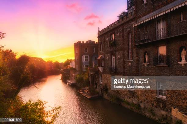 oxford city located in united kingdom shows a canal with the houses in the sunset time. - building exterior stock pictures, royalty-free photos & images