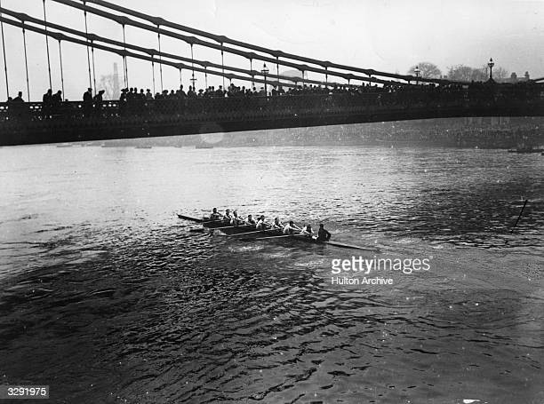 Oxford crew passing under Hammersmith Bridge during the 'Varsity Boatrace.