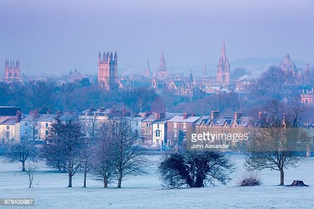 oxford from south park in winter, oxford, oxfordshire, england, united kingdom, europe - oxford oxfordshire stock-fotos und bilder