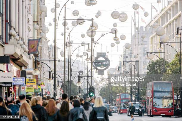 oxford street with christmas decorations, london, uk - rua oxford - fotografias e filmes do acervo