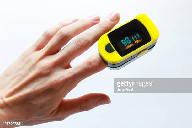 oximeter on finger, pulse oxymeter on finger - pulse oximeter stock pictures, royalty-free photos & images
