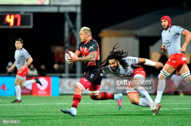 Oyonnax' New Zealand flanker Hika Elliot is challenged by Toulon's New Zealand center Ma'a Nonu during the French Top 14 rugby union match between...