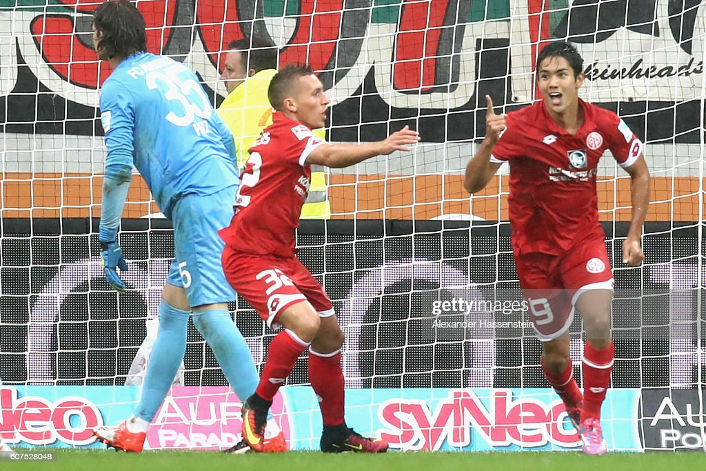 oYoshinori Muto (R) of Mainz celebrates scoring the 3rd team goal with his team mate Pablo De Blasis whilst Marwin Hitz, keeper of Augsburg reacts during the Bundesliga match between FC Augsburg and 1. FSV Mainz 05 at WWK Arena on September 18, 2016 in Augsburg, Germany.