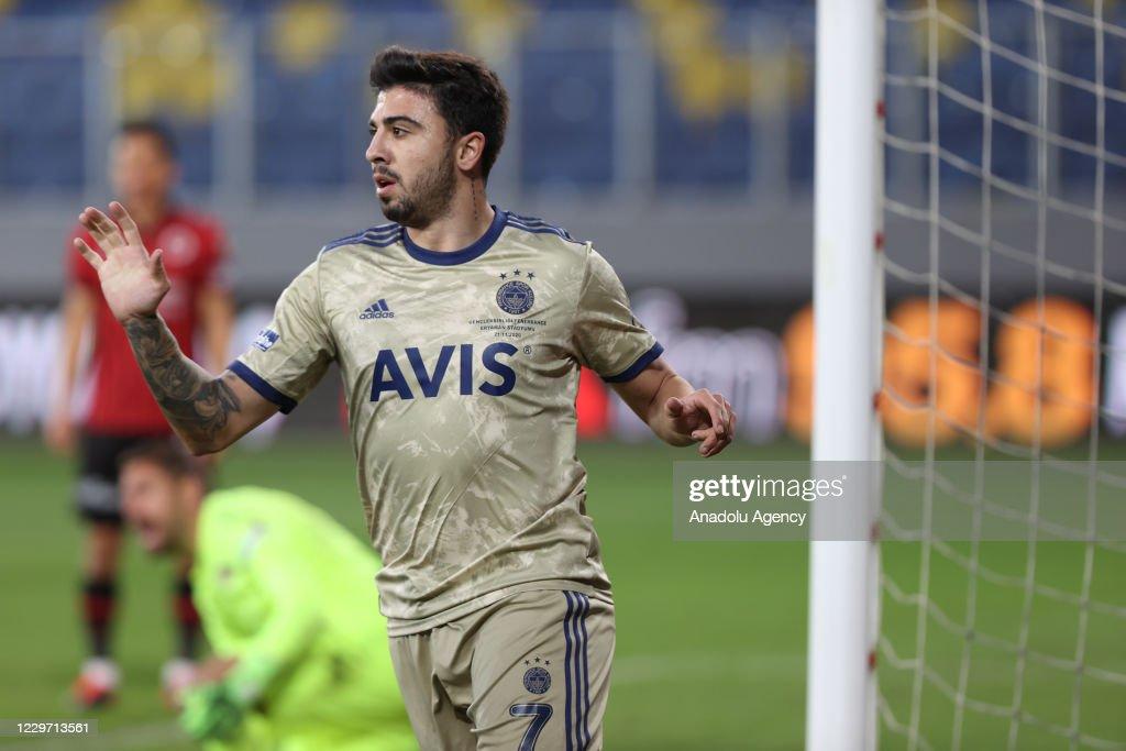 Genclerbirligi v Fenerbahce - Turkish Super Lig : News Photo