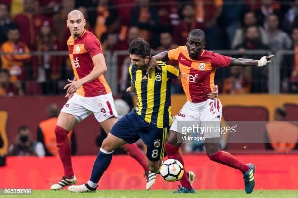 Ozan Tufan of Fenerbahce SK Papa Alioune N'Diaye of Galatasaray SK during the Turkish Spor Toto Super Lig football match between Galatasaray SK and...