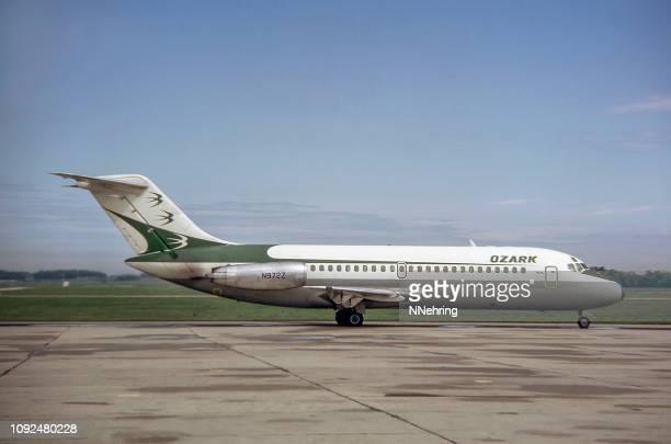 ozark air lines dc-9 vliegtuig 1989 - 1980 1989 stockfoto's en -beelden