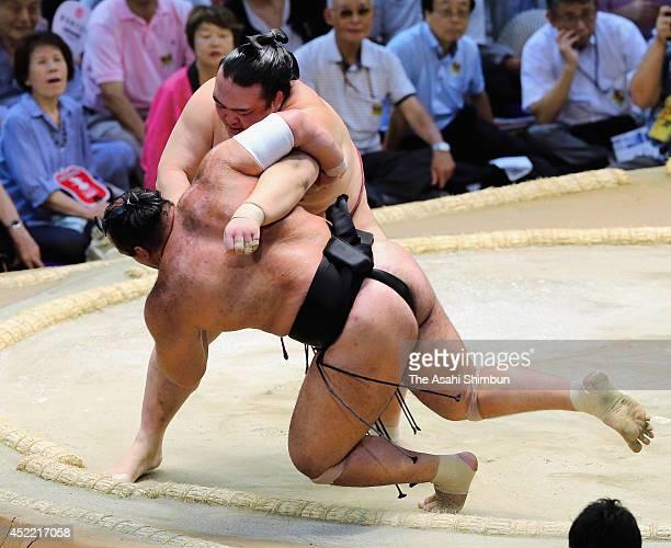 Ozeki Kisenosato throws Osunaarashi to win during day three of the Grand Sumo Nagoya Tournament at Aichi Prefecture Gymnasium on July 15 2014 in...