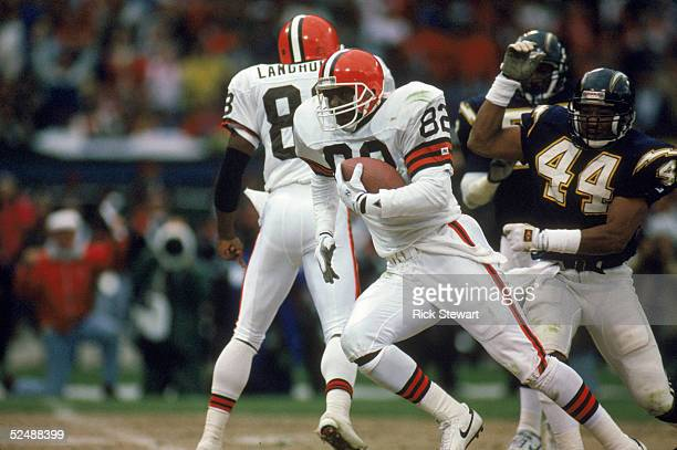 Ozzie Newsome of the Cleveland Browns carries the ball upfield during the game against the San Diego Chargers on September 141990