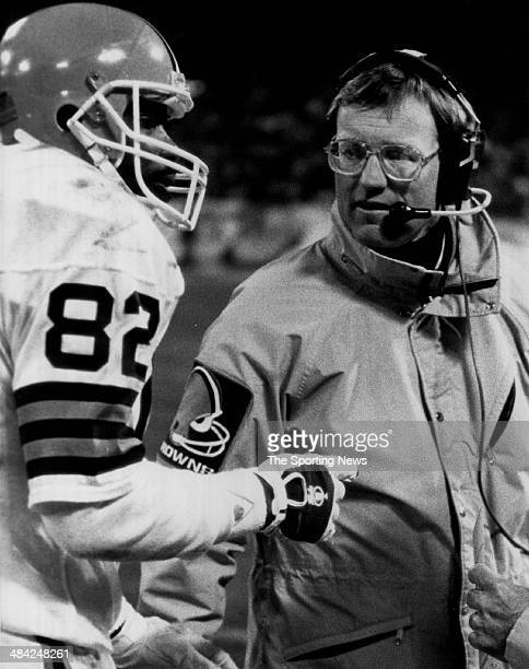 Ozzie Newsome of the Cleveland Browns talks to the coach circa 1980s