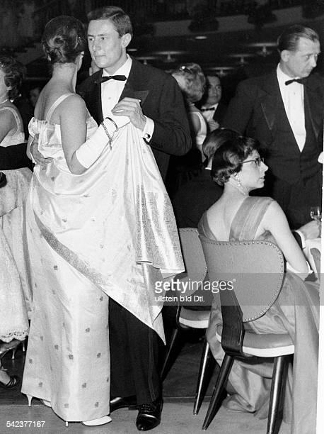 Paar beim TanzPresseball im Palais am Funkturm inBerlin- Januar 1959