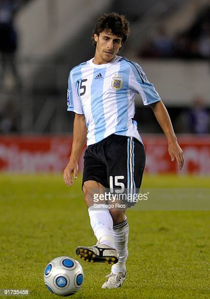 Pablo Aimar of Argentina in action during the match against Peru as part of the FIFA 2010 World Cup Qualifier at Monumental Stadium on October 10...