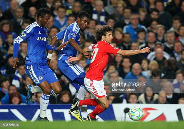 Pablo Aimar of Benfica is tackled by Ramires and Mikel John Obi of Chelsea