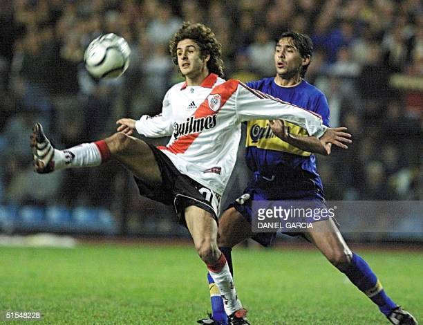 Pablo Aimar of River Plate tries to keep control of the ball in front of Cristian Traverso of Boca Juniors 24 May 2000 at the La Bombonera stadium of...