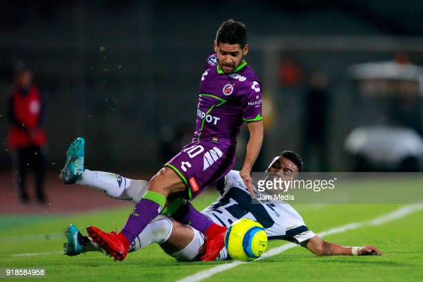 Pablo Barrera of Pumas and Daniel Villalva of Veracruz during the 7th round match between Pumas UNAM and Veracruz as part of the Torneo Clausura 2018...