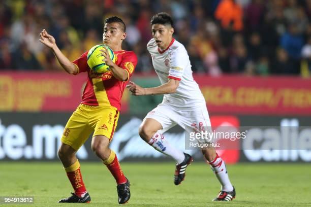 Pablo Barrientos of Toluca fights for the ball with Aldo Rocha of Morelia during the quarter finals first leg match between Morelia and Toluca as...