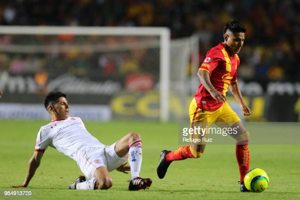 Pablo Barrientos of Toluca fights for the ball with Raul Ruidiaz of Morelia during the quarter finals first leg match between Morelia and Toluca as...