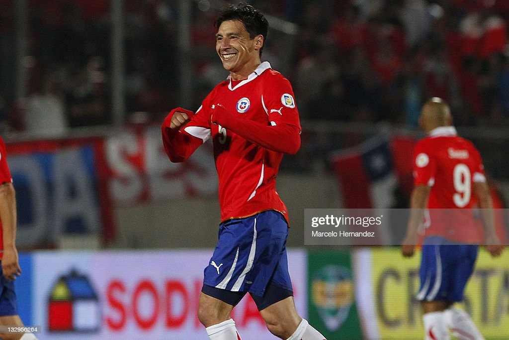 Pablo Contreras (C), from Chile, celebrate his goal against Paraguay, during the match between Chile and Paraguay as part of the South American Qualifiers for Brazil 2014 FIFA World Cup on November 15, 2011 in Santiago, Chile.