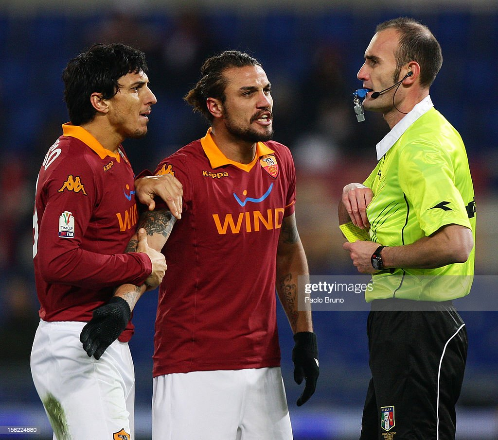 Pablo Daniel Osvaldo (C) with his teammate Nicolas Burdisso of AS Roma react after receiving the red card from the referee Carmine Russo during the TIM Cup match between AS Roma and Atalanta BC at Olimpico Stadium on December 11, 2012 in Rome, Italy.