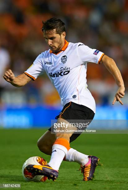 Pablo Daniel Piatti of Valencia CF controls the ball during the UEFA Europa League Group A match between Valencia CF and SFC St Gallen at Estadi de...