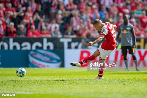Pablo De Blasis of Mainz scores his team's first goal with a penalty kick during the Bundesliga match between 1 FSV Mainz 05 and RB Leipzig at Opel...